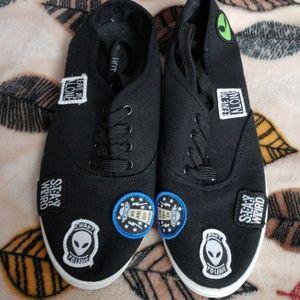 Hot topic alien shoes